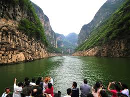 Yangtze River Cruise tourists from boat C