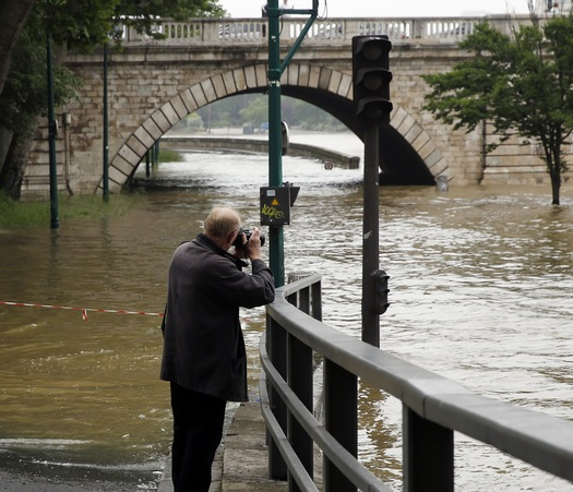 RB Paris Flooding Daily Mail