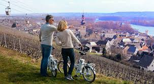 rb-scenic-bicycling-couple